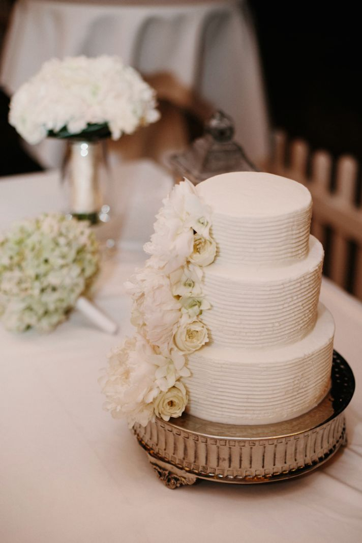 Classic white cake for a destination wedding