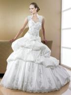 В коллекции представлены платья разных стилей, что позволяет каждой...